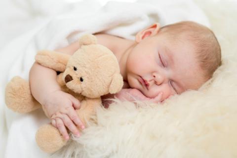cómo vestir a un bebe en verano para dormir