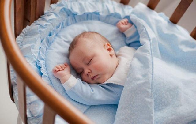 Como tapar a un bebé recién nacido para dormir
